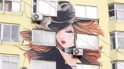青岛现墙绘性感美女楼群
