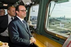 法总统奥朗德视察军队 登上戴高乐航母