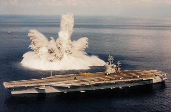 美军曾在新航母旁引爆重型炸弹