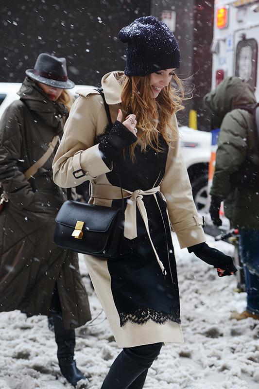跟着明星学穿衣:下雪天里怎样保暖又时髦?