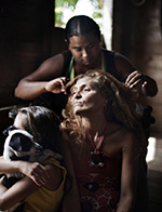 亚马逊河上的女子 用性换食物