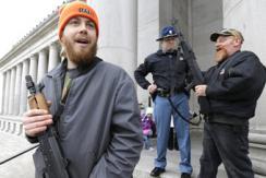 """美国持枪者""""占领""""华盛顿州议会大厦"""