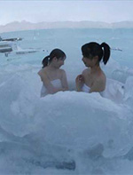 图揭日本特色温泉裸浴 冰天雪地中男女混浴