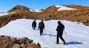 记者亲历艰难的南极科考野外作业