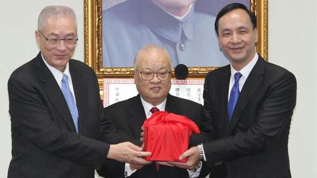 朱立伦接下印信 正式就任中国国民党主席