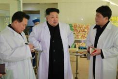 金正恩视察工厂 崔龙海新年首次陪同