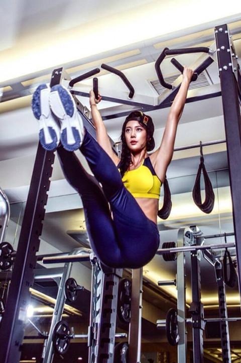 美国最性感的美女图_世界第2美女是如何炼成的 Clara性感健身照曝光_健康_环球网
