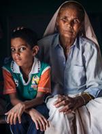 76岁高龄老妇携6岁儿子外出总被误认为孙子