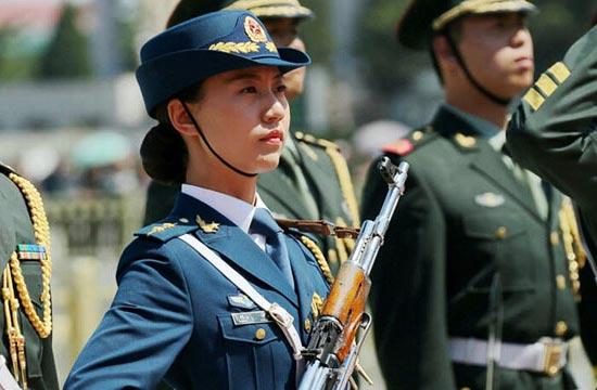 解放军女兵意外长高错过阅兵