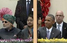 奥巴马在防弹玻璃罩里看印阅兵
