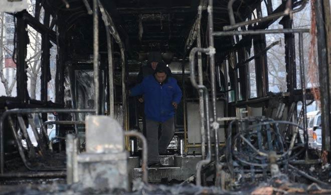 沈阳163路公交车自燃烧成空壳 乘客紧急疏散