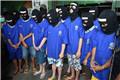 被拘捕的国际贩毒集团成员参加毒品销毁仪式