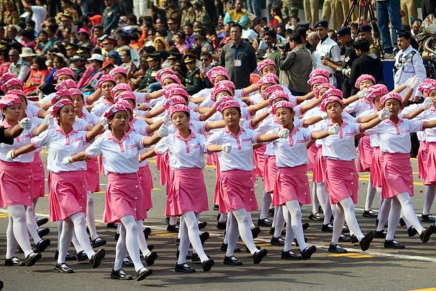 印度共和国日阅兵 首现女兵方阵