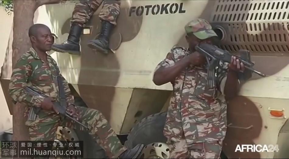 中国装甲车在非洲歼灭恐怖分子