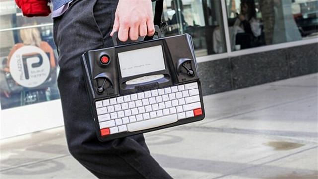 智能打字机Hemingwrite亮相!无线保存到云端