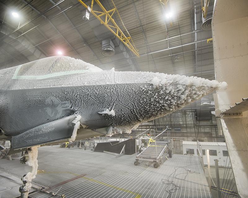 F35战机实验秘照曝光被冻成冰棍