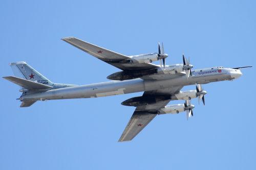 俄轰炸机被指飞近英国领空 英召见俄大使要求解释