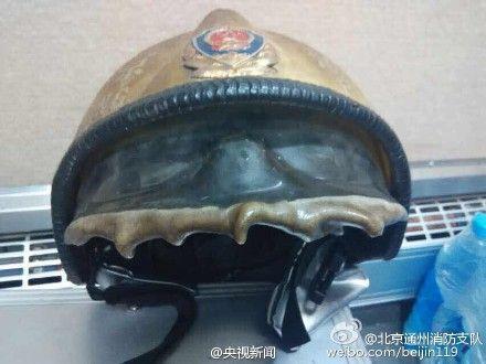 少年为寻刺激纵火 消防员救火3天3夜头盔烤化