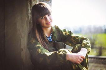 俄罗斯美少女穿军装COSPALY