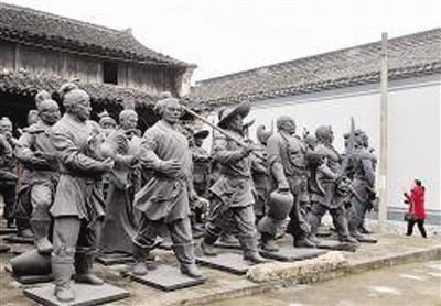 """泥塑艺人打造""""水浒""""108将 每个身高近2米"""