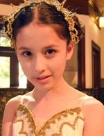 13岁日俄混血小萝莉走红 神似Angelababy
