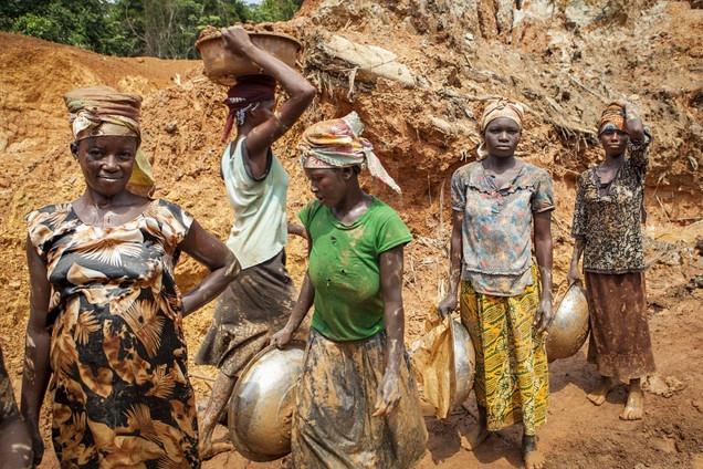 加纳采金者:离黄金很近离幸福很远