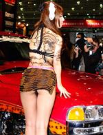 2015东京车展 车模翘臀露底频走光