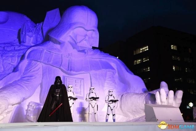 """日本札幌冰雪节雕成《星球大战》黑武士""""总统山"""""""