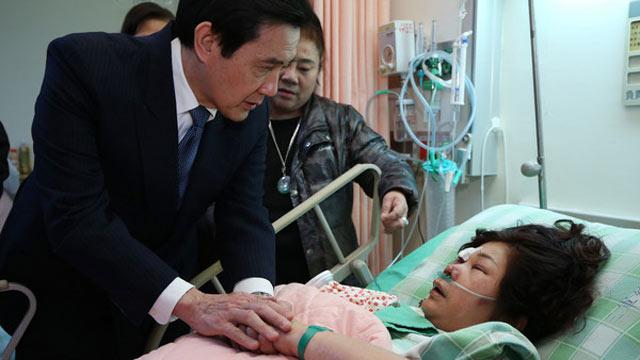 马英九慰问复兴空难伤者 伤者称:看到你就好了