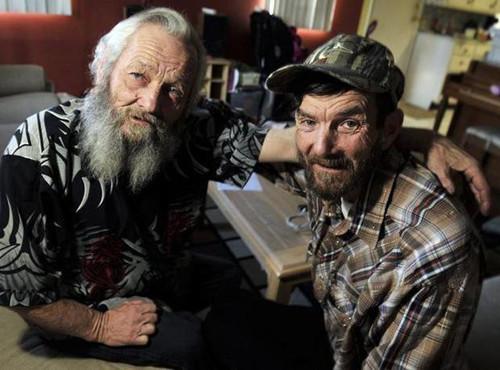 兄弟遭孤儿院拆散60年后团圆 生活习惯高度相似