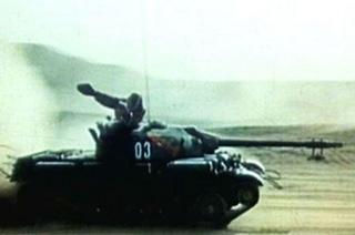 解放军驾驶坦克通过核爆区秘照