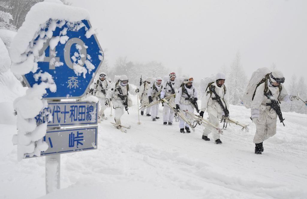 日本陆自在青森县八甲田山进行传统滑雪训练