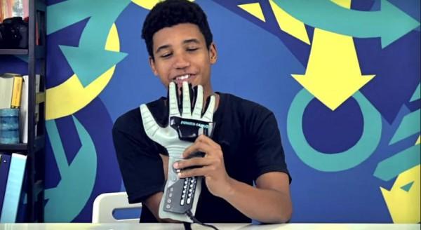 美国青少年如何看待任天堂外设Power Glove