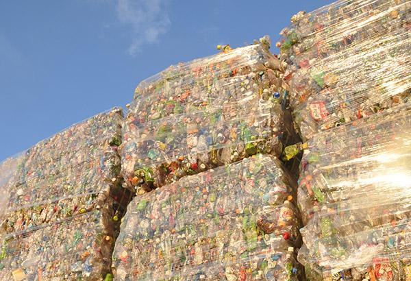 记者团参观川崎塑料瓶再生工厂