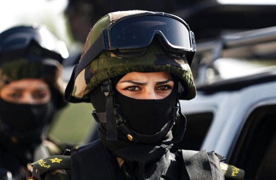 巴勒斯坦总统女保镖眼神带杀气
