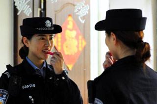 90后美女铁警在火车上过春节