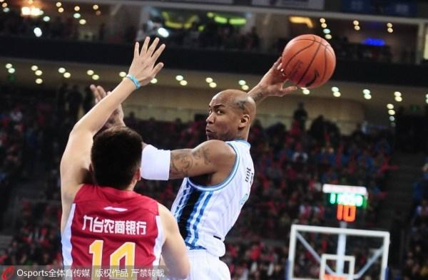 北京42分横扫吉林进半决赛 李根23+4引12人得分