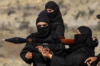 巴基斯坦女警扛RPG火箭筒训练