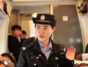 探访郑铁警方春运女子特警队