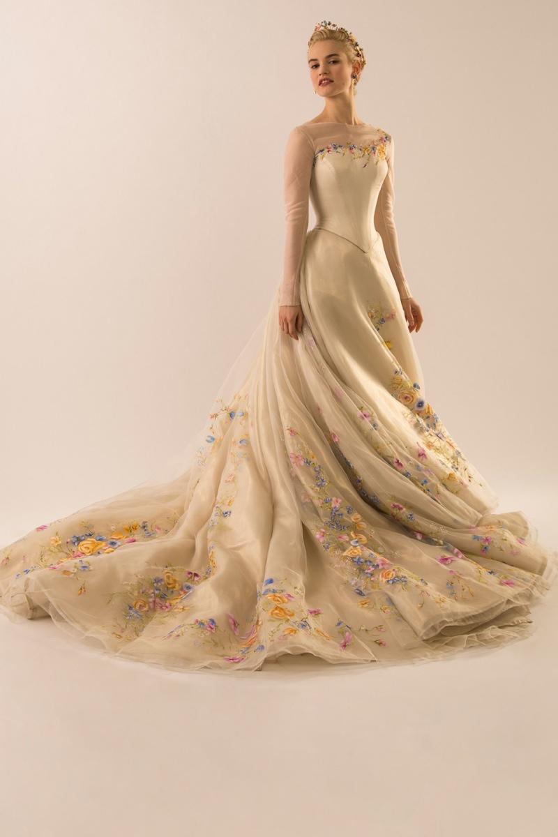 国内资讯_真人电影版中灰姑娘的婚纱一览_时尚_环球网