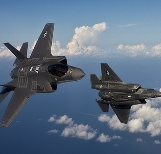 F35战机编队飞行金属感十足