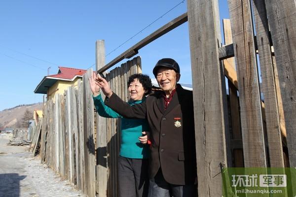 内蒙古军区某团党委探望92岁老兵