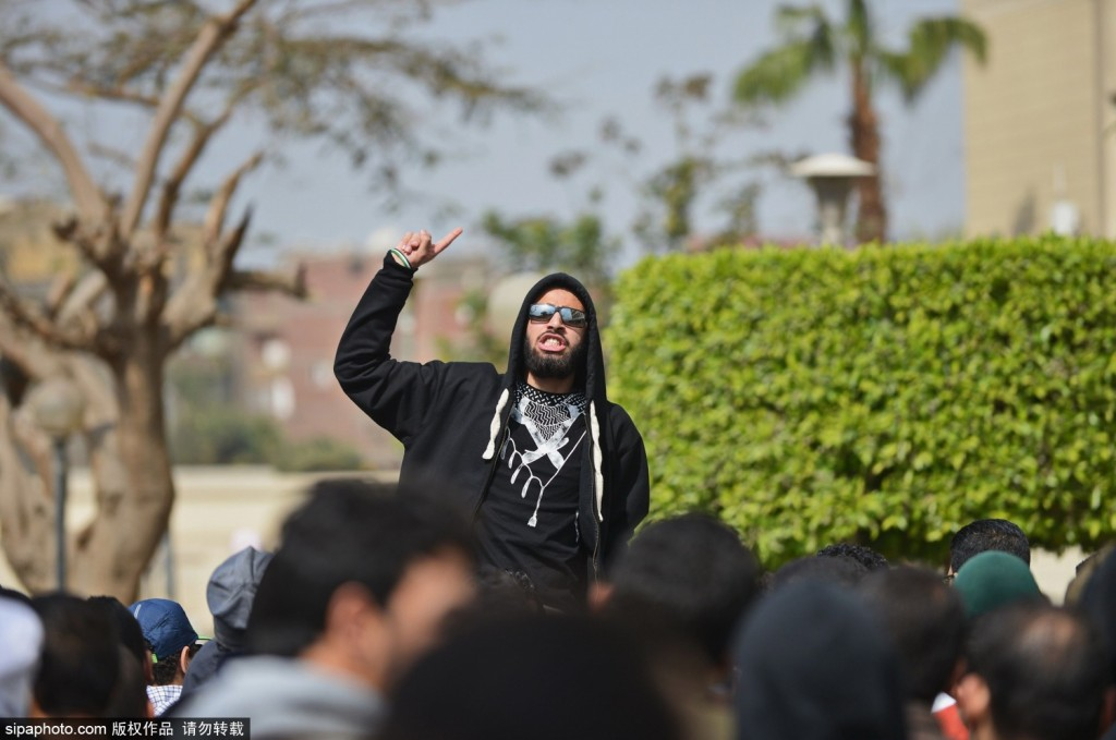 埃及学生抗议持续不断 反对军事统治支持前总统莫西