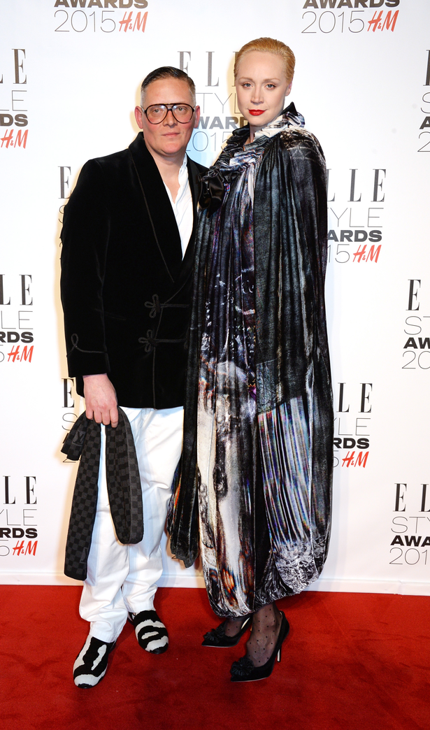 卡拉·迪瓦伊着复古长裙出席Elle风尚大典