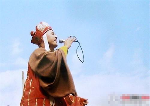 86版《西游记》罕见幕后照 唐僧K歌悟空戴眼镜