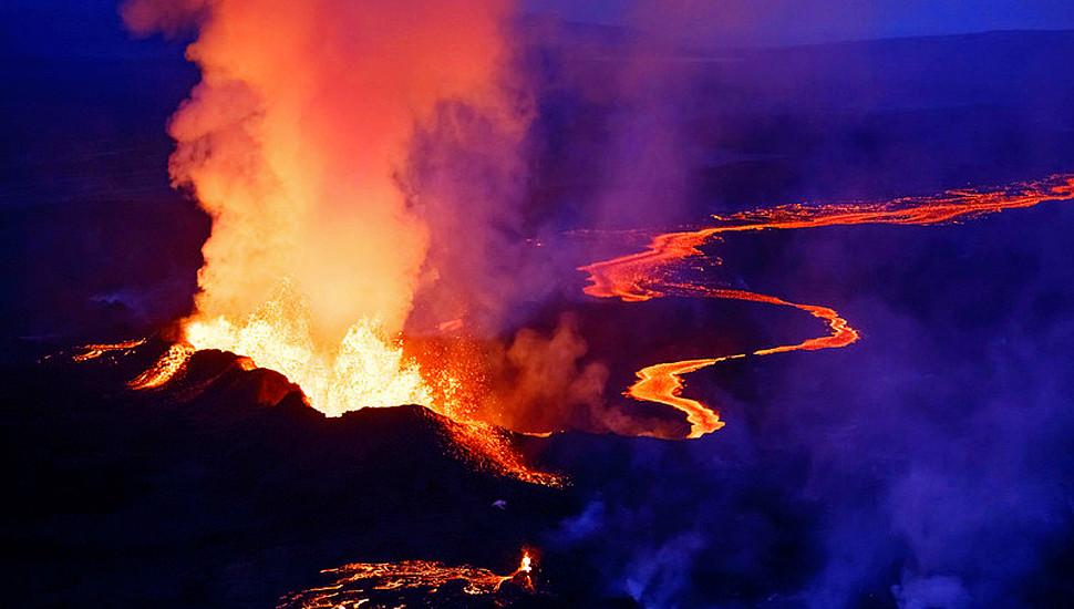 """摄影师深入冰岛火山 实拍""""冰与火之歌"""""""