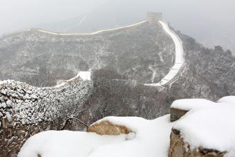 北京迎来羊年第二场降雪 长城内外惟余莽莽