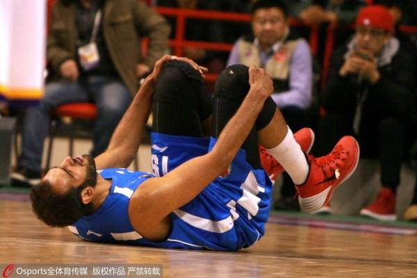哈达迪无对抗晕眩跪地不起 赛前训练曾被报晕倒
