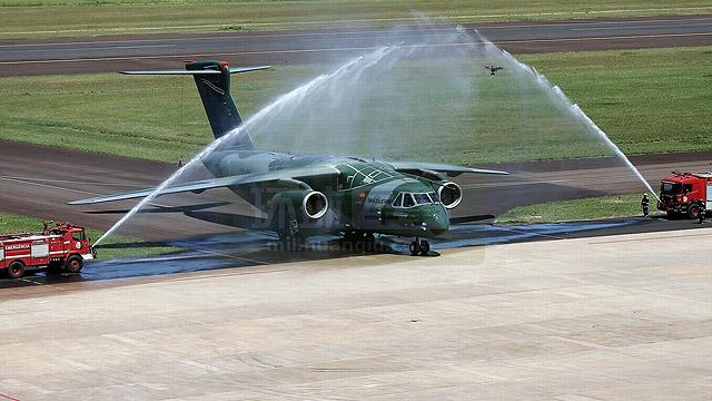 巴西KC390运输机霸气首飞