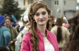 """保加利亚""""新娘集市"""":少女身价数千欧"""
